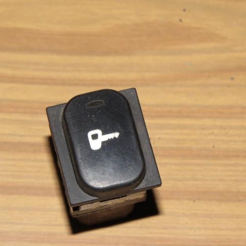 Кнопка центрального замка Peugeot 607